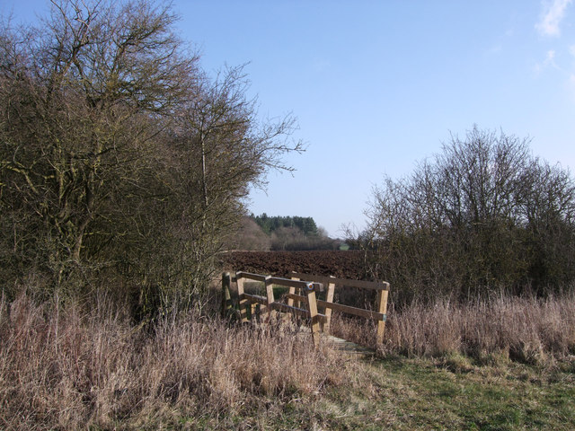 Footbridge south of Oak Wood