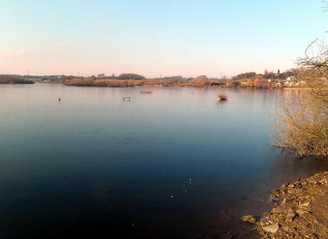 Iced lake at Fairburn Ings