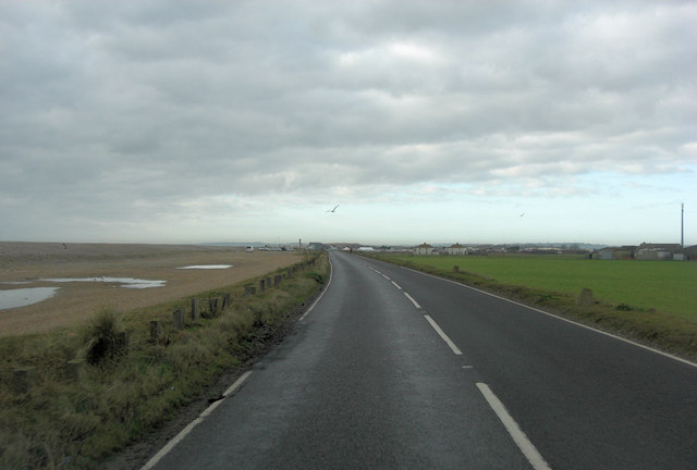 Lydd Road south of Broomhill Farm