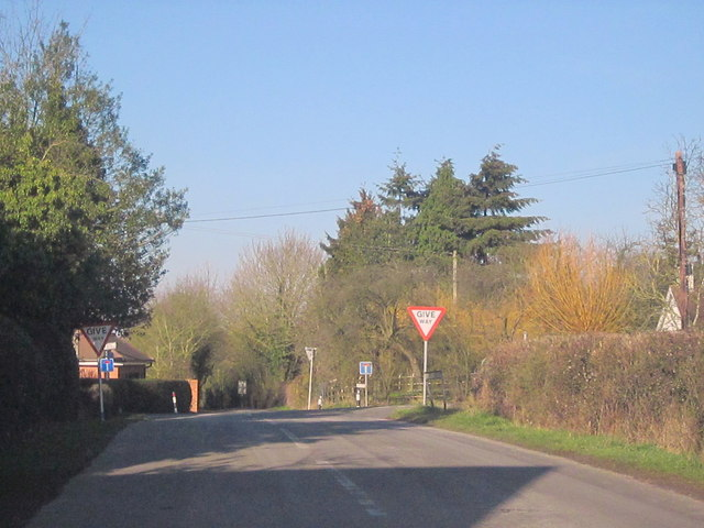 Approaching Pulley Lane Crossroads