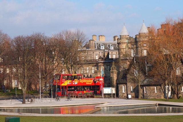 Sightseeing bus, Holyrood