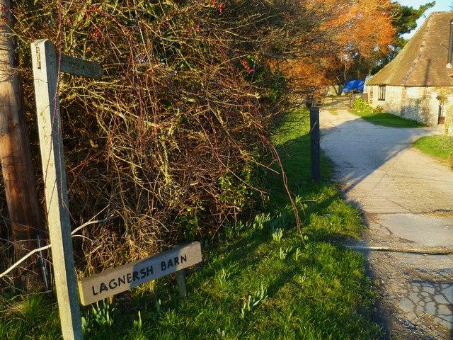 Footpath by Lagnersh Barn from Lower Bognor Road