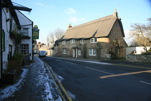 Attractive Cottage opposite the Wheatsheef