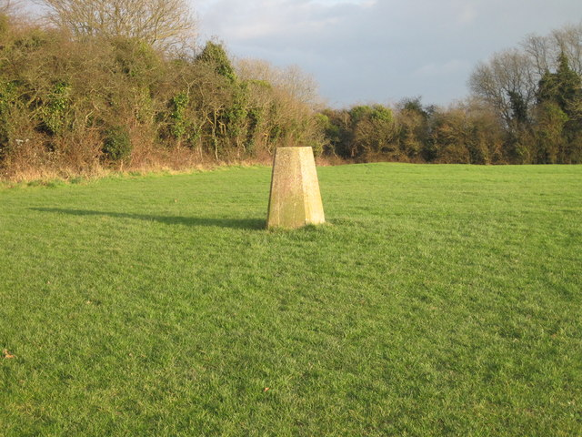 Trig point S5286 in recreation ground