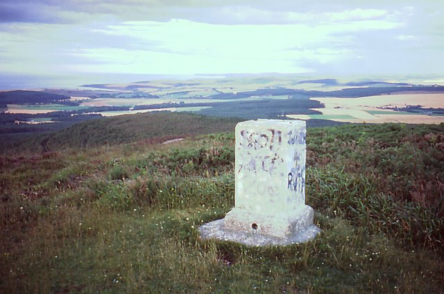 Triangulation pillar, Bin of Cullen