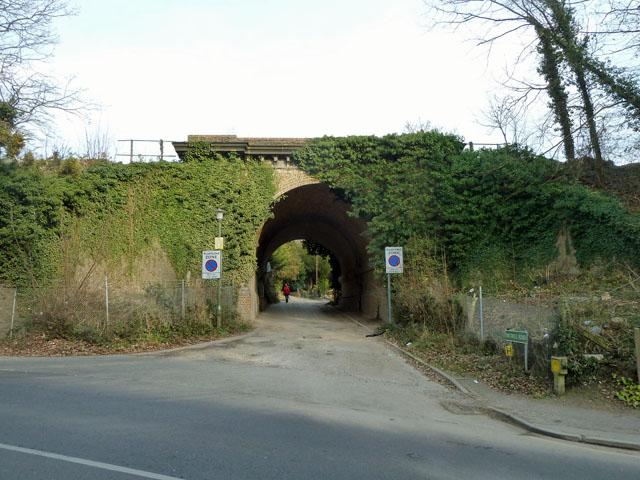 Railway bridge over Southill Road