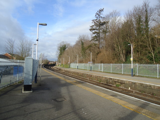 London Road railway station, Guildford