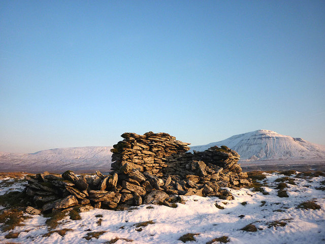 Small ruin on Scales Moor