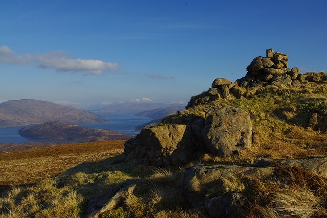 The cairn at the Northern end of Crois Bheinn