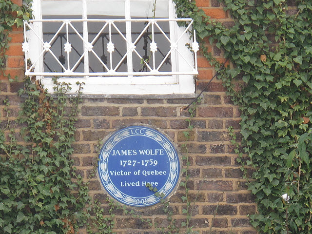 General Wolfe plaque on Macartney House
