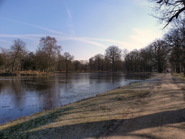 Dunham Park, Island Pool and Farm Walk