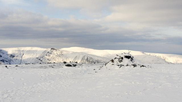 Summit area of Harter Fell