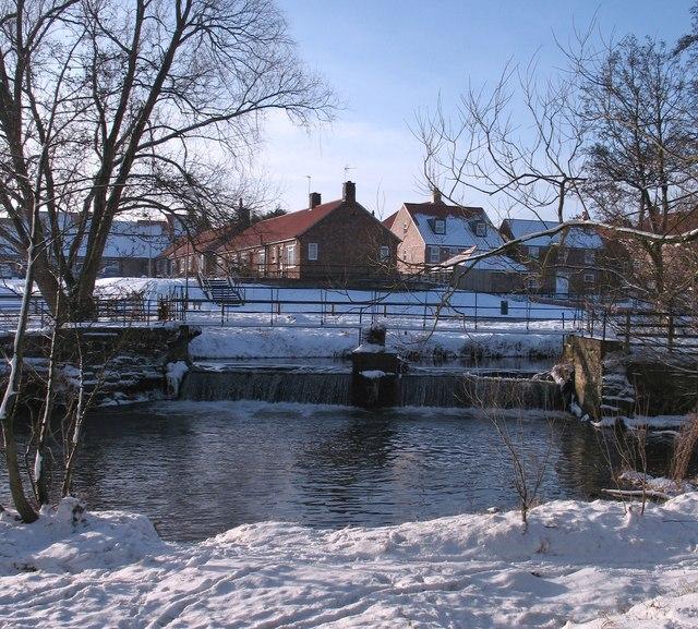 Weir and footbridge, Cod Beck