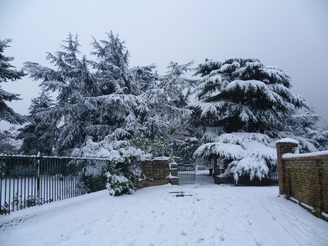 Entrance to Rockcliffe Gardens in the snow