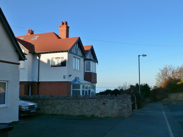 House with its own coat of arms, Penrhyn-side
