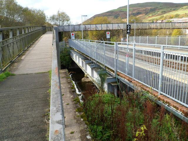Entrance ramp to Ystrad Rhondda railway station