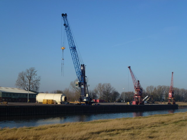 Port Sutton Bridge - A large cargo on the quayside