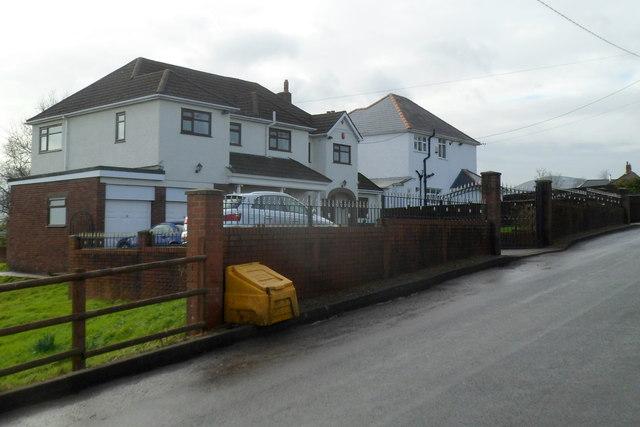 Sluvad Road houses east of New Inn