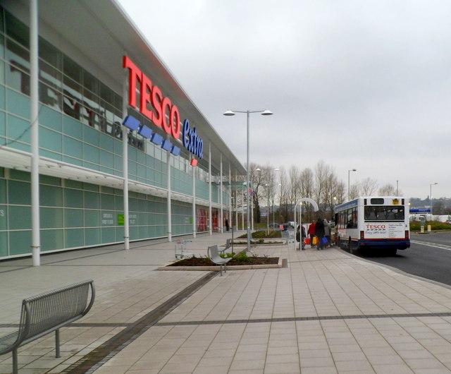 Boarding the free Tesco bus, Newport Retail Park