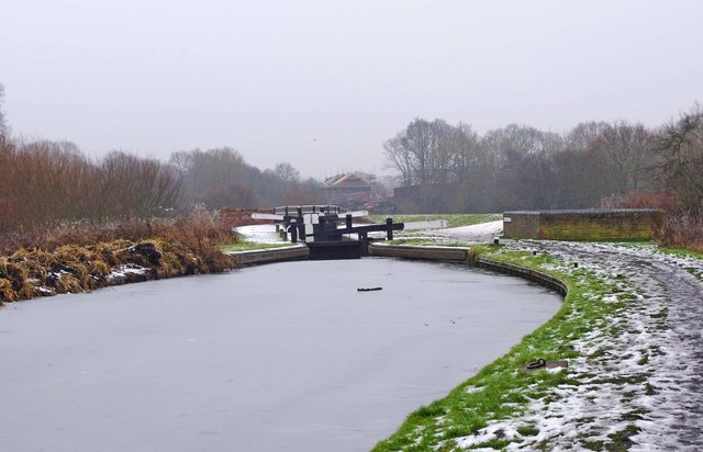 Looking south to Wolverley Court Lock, Staffs & Worcs Canal, near Wolverley