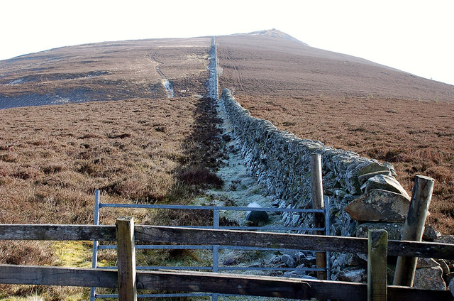 Ridge-top wall leading to Lee Pen