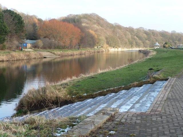 Steps for rowers near Baths Bridge