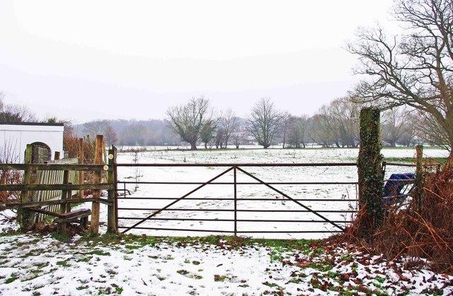 Start of two public footpaths from Wyre Mill Lane near Wolverley