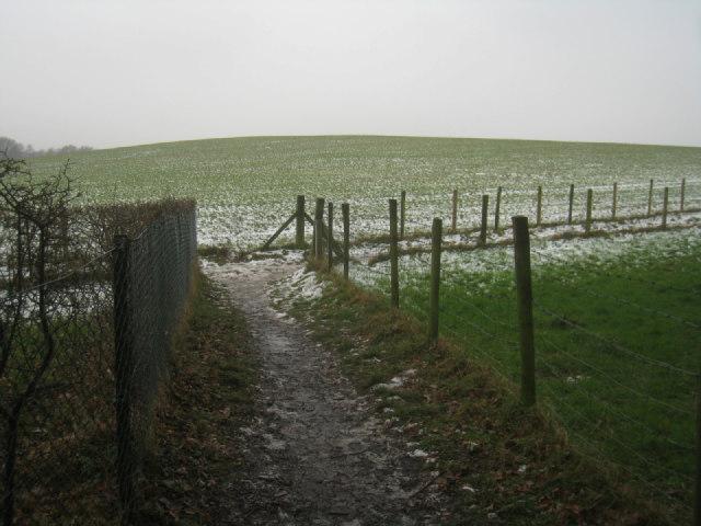 Path to Crookham Village