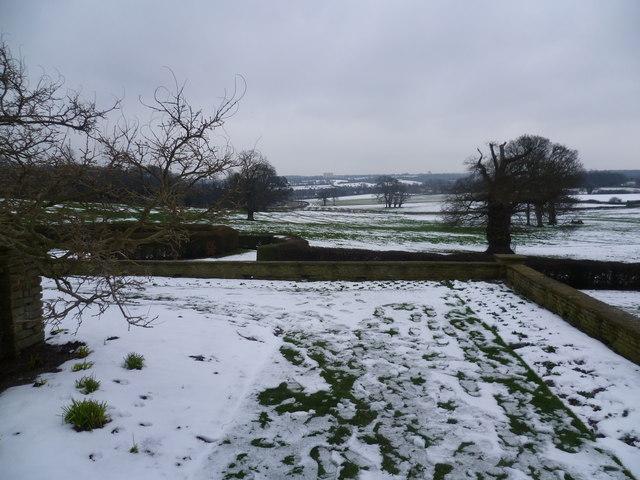 Snowy view from Heathfield towards New Addington