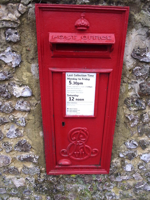 Petersfield postbox, Edward VII wallbox