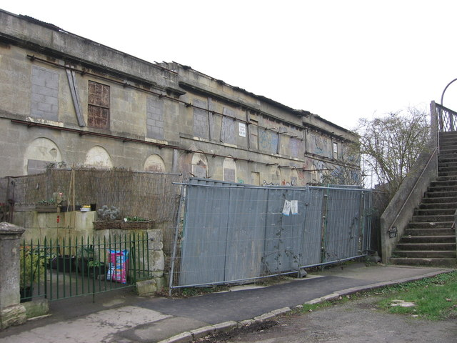 The NE end of Hampton Row