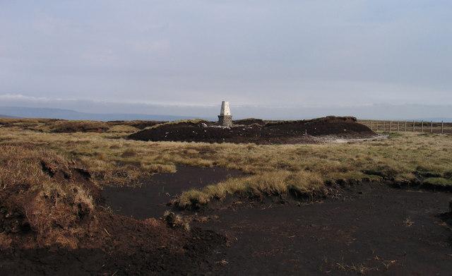 Peat banks at summit of Darnbrook Fell