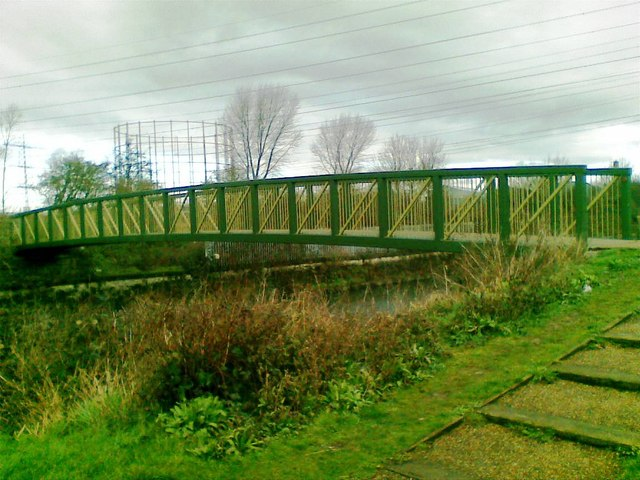 Footbridge over River Lea/Lee Diversion