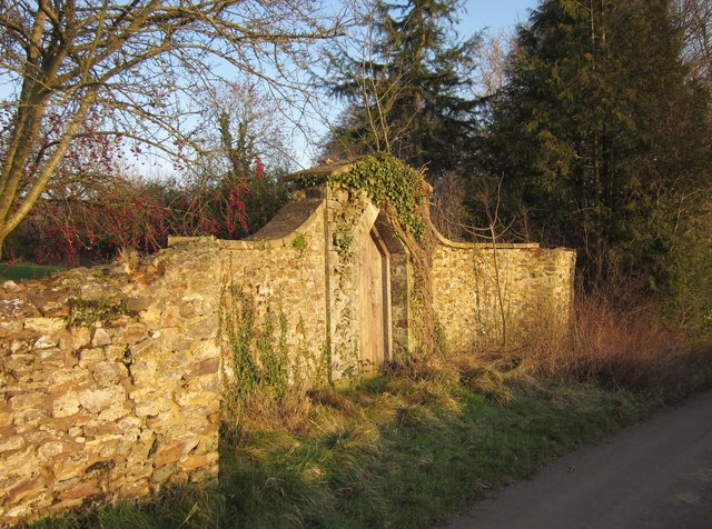 Door in wall, Lower Leigh