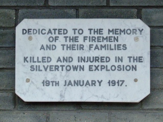 White plaque № 39058 - Dedicated to the memory of the firemen and their families killed and injured in the Silvertown Explosion 19th January 1917