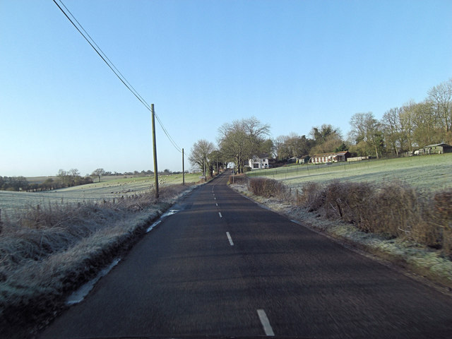 Minor road approaches Peak House Farm