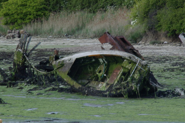 Wrecked leisure boat, Forton Lake - clearer image
