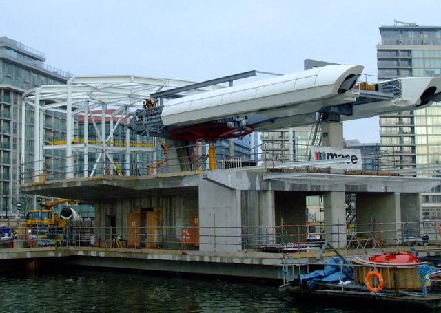 Cross-Thames gondola station