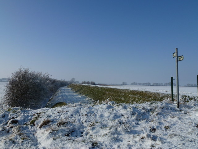 Footpath on the old sea bank
