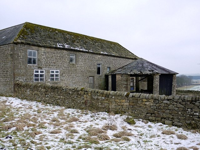 Derelict gin-gang at rear of Nesbitt Hill Head