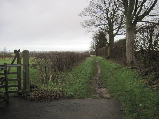 Footpath  going  east  from  Burton  upon  Stather