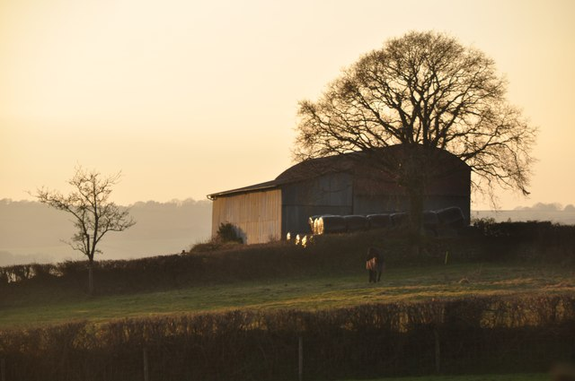 Mid Devon : Barn & Scenery