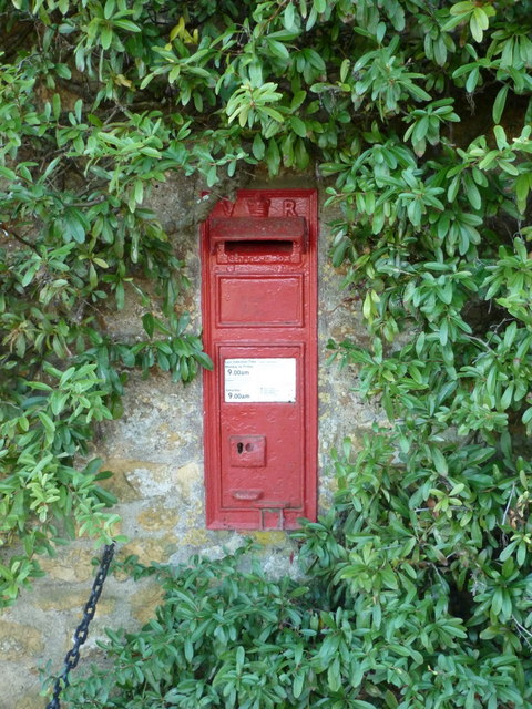 Bradford Abbas: postbox № DT9 9, Bedmill Farm