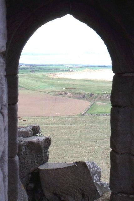 Dunstanburgh Castle: view northwards towards Embleton Bay