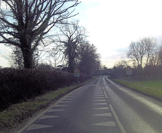 B4015 enters Clifton Hampden