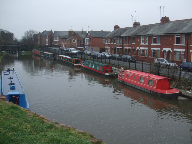Narrowboats Chester Canal - lockpound