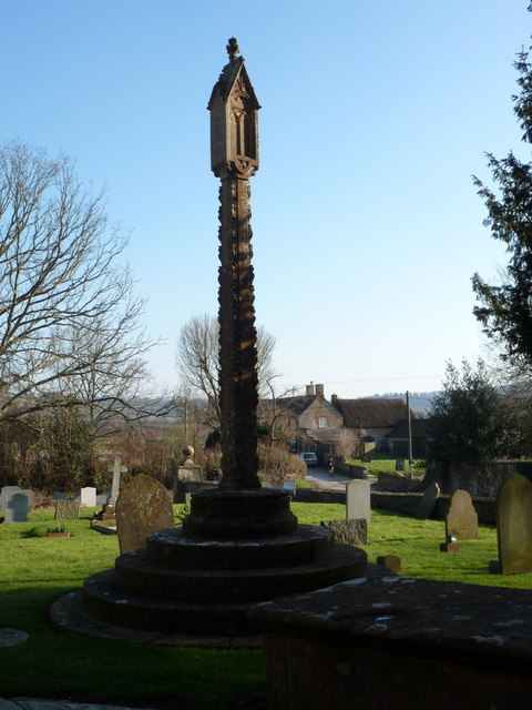 Trent: war memorial in the churchyard