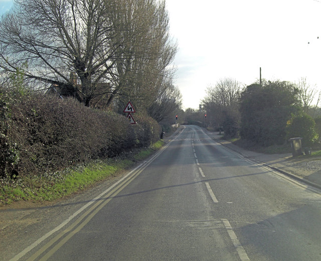 Tollgate Road approaches bridge over Culham Cut
