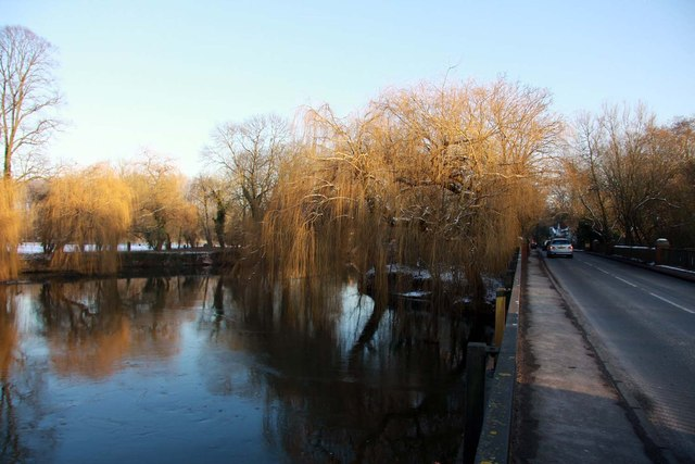 Sonning Backwater by the bridge