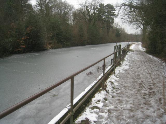 Drainage sluice on Basingstoke canal